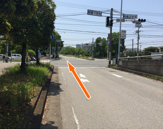 (5)直進し陸橋と合流する交差点も直進します。