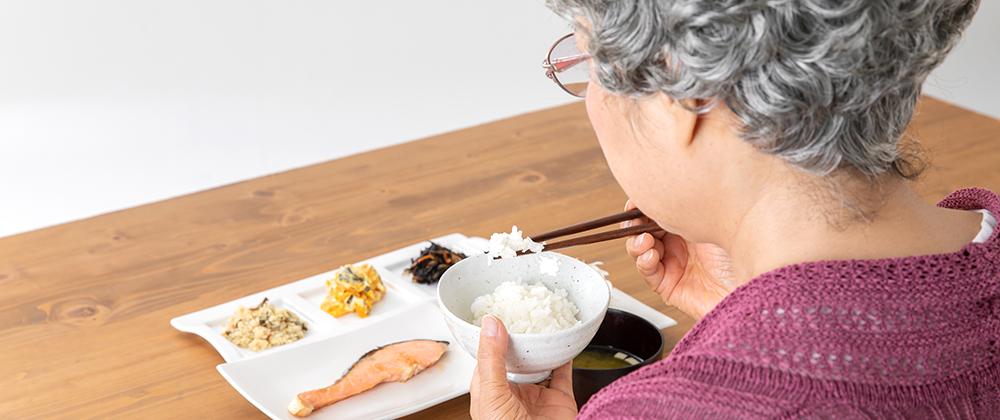 ご年配の方の食事風景